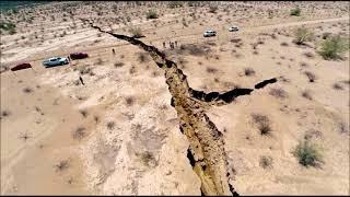 Video Huge crack opens in Kenya's Rift Valley, Suswa, Africa splits in two, Africa is splitting in two download MP3, 3GP, MP4, WEBM, AVI, FLV Oktober 2018