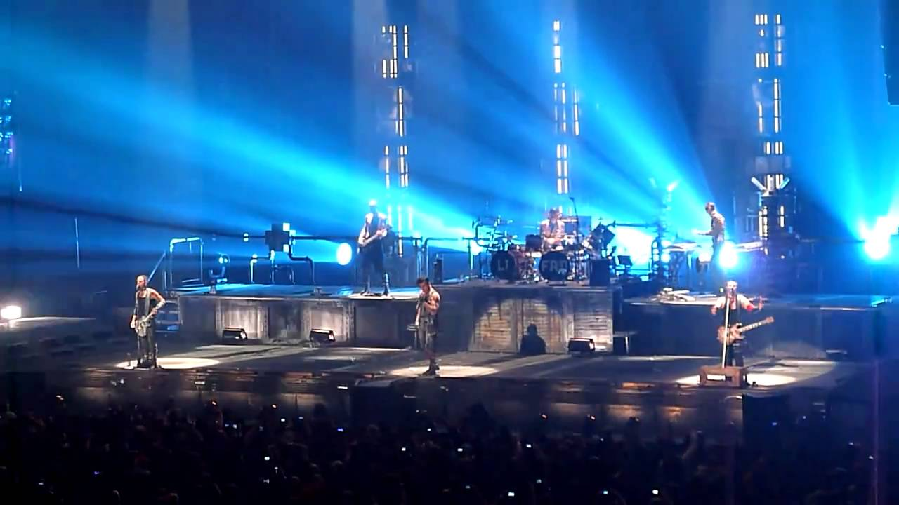 rammstein live hd new york city december 11 2010 du hast youtube. Black Bedroom Furniture Sets. Home Design Ideas