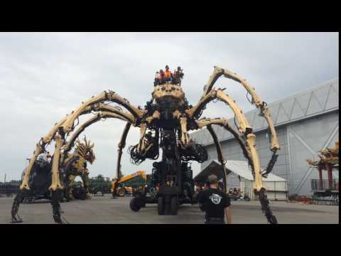 Massive mechanical spider roams the streets of Ottawa