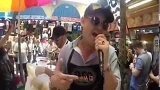 Cantantes famozos mexicanos que salieron disfrasados a cantar a la calle y sorprendieron a sus fans