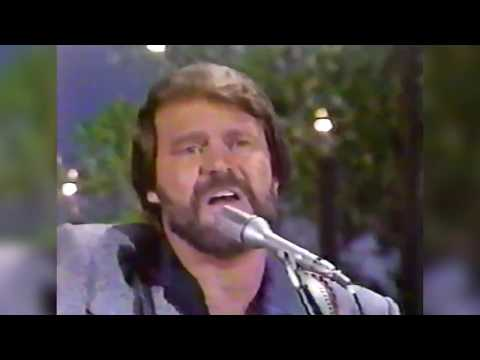 "Ray Stevens - ""Everything Is Beautiful"" Live with Glen Campbell"