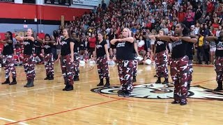 Gambar cover Watch Principal Bust a Move With Step Team During High School Pep Rally