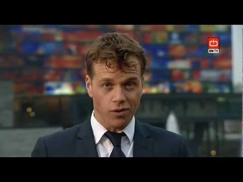 Lars Oostveen   Presentator voor Broadcast Magazine