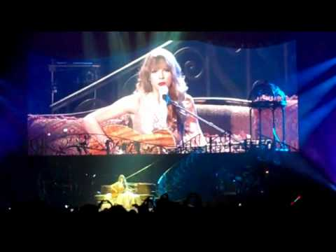 TAYLOR SWIFT - 'Eyes Open' live in Auckland, NZ 18/03/12