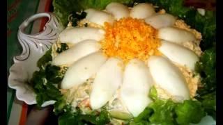 Салат из огурцов, яиц, крабовых палочек и сыра
