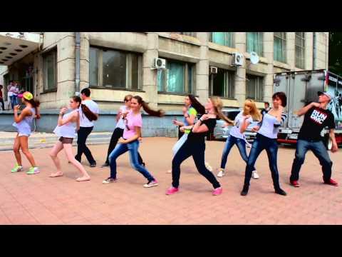 Видео: Танцевальный флешмоб  день города  Комсомольск-на-Амуре  12.06.2013