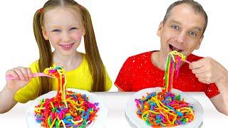 Лиза и Миша готовят разноцветную лапшу для папы