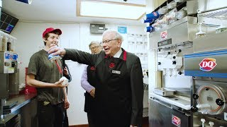 Bill Gates and Waŗren Buffett pick up a shift at Dairy Queen