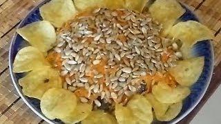 Салат Подсолнух(Красивый салат Подсолнух с лепестками из чипсов. Состав: куриное филе (отваренное) - 250 г шампиньоны - 250 г..., 2014-05-12T14:56:01.000Z)