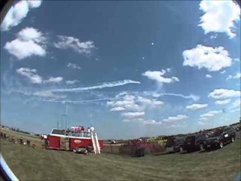 RAW footage from Airventure 2004 with Jim Leroy. | Original audio No comments