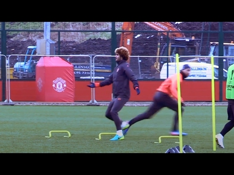 Marouane Fellaini Left Confused In Manchester United Training 😂