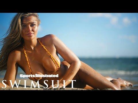 Samantha Hoopes:Friendship Bracelet or Bikni? | CANDIDS | Sports Illustrated Swimsuit