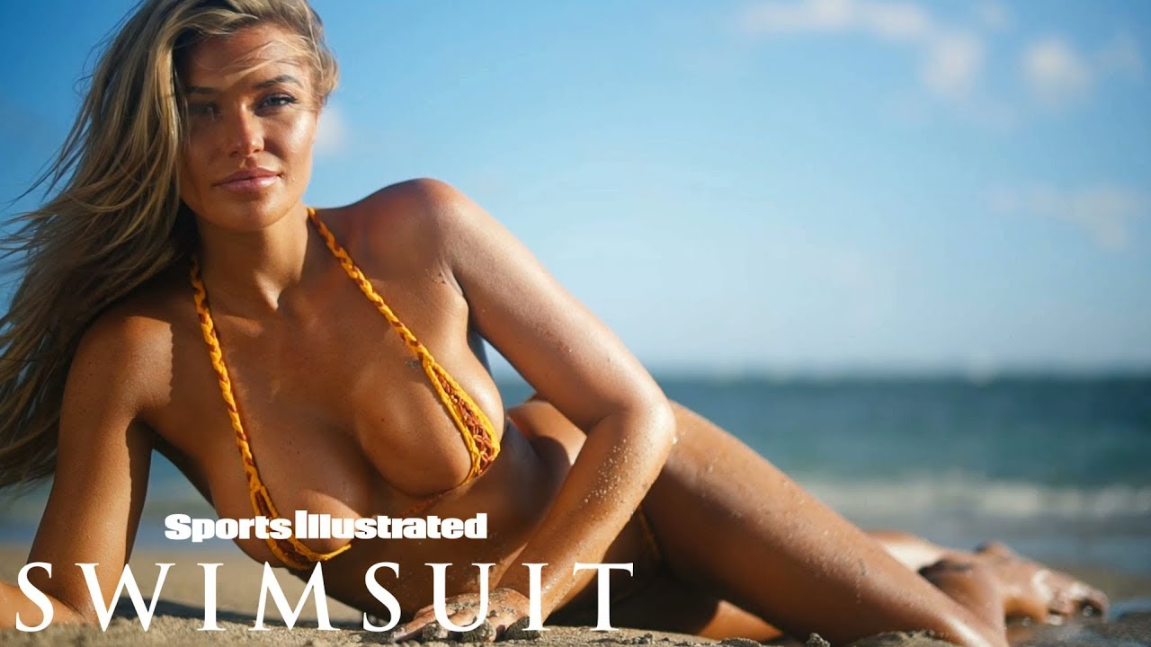 Samantha Hoopes im äusserst knappen Bikini für Sports Illustrated Swimsuit CANDIDS