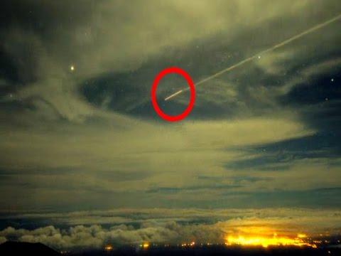UFO Sightings Astronomer's Capture UFO Entering Earths Atmosphere? Mind Bending Footage!