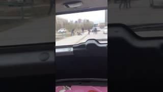Хулиганы избили монтировкой прохожего в Якутске у здания Верховного суда(, 2017-05-28T12:21:25.000Z)