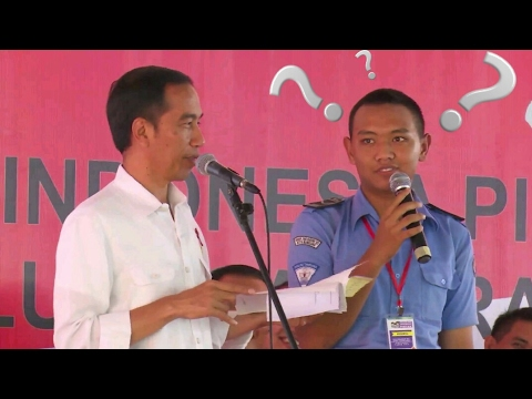 Lucu..!! Presiden Jokowi Ngasih Pertanyaan Jahil Ke Anak SMA Di Bandung Sampai Ketawa Ngakak