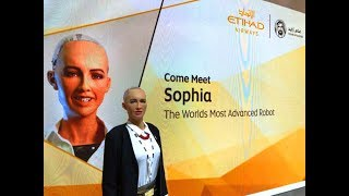 Robot Sophia: I would like to see more robots in airports