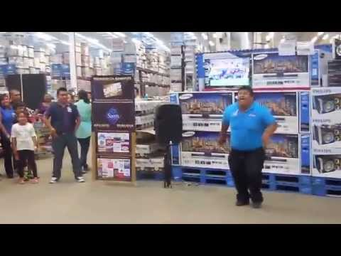 Can't Stop His Vibe: Spanish Sam's Club Employee Turnt All The Way Up!