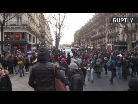 Paris : des étudiants manifestent contre le nouveau système d'admission dans les universités