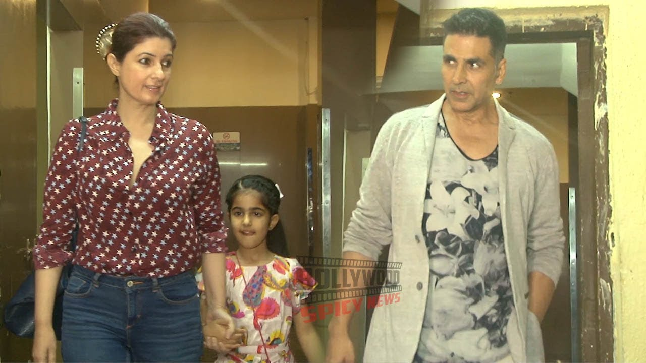 Akshay Kumar With Wife Twinkle and Daughter Nitara Spotted at PVR Juhu
