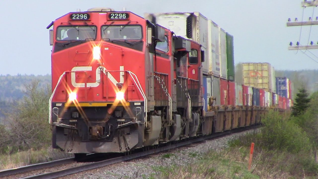 Late CN Intermodal Stack Train 120 thru Memramcook, NB at ...