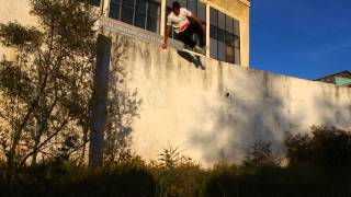 Во сне прыгает с балкона :: newvideoblog.