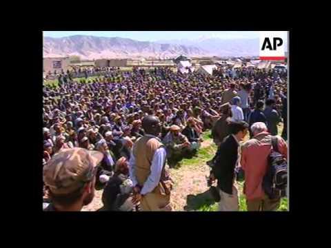 Afghan interim leader Karzai visits scene of earthquake