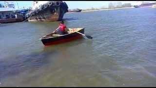 Стеклопластиковая лодка своими руками.  Самодельная стеклопластиковая лодка своими руками.(Вес вместе с полами шпангоутами вёслами металлическим каркасом для боковой поддержки составил примерно..., 2013-07-05T13:50:39.000Z)