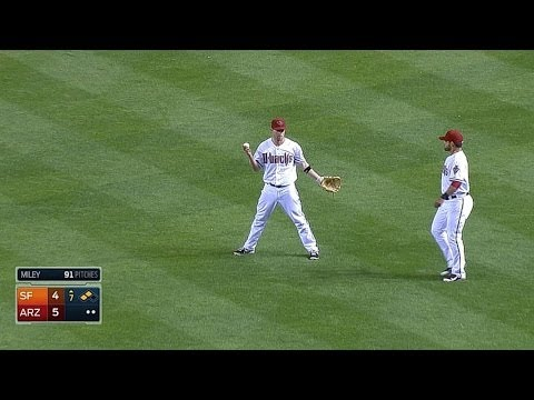 Aaron Hill makes bobbling catch on routine pop fly