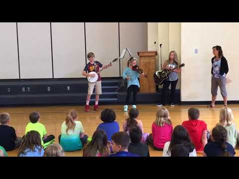 Check Elementary School Students Demo Old-Time Music (Part 2)