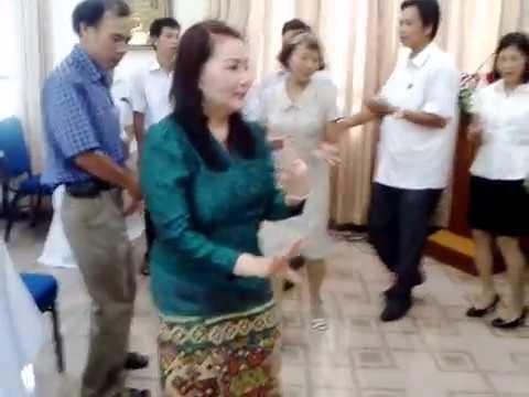 Học múa lăm vông