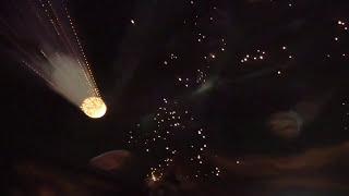 sufity podwieszane z oświetleniem LED i światłowodowym. Sufit w salonie.