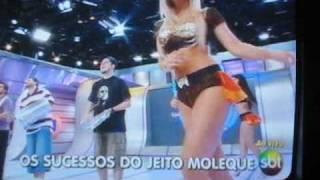 Hot  sexy brazilian babes in mini-skirt  dancing  - Jeito Moleque no Domingo Legal