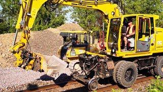 Schotterarbeiten mit Planierraupe und Schienen Bagger | Gleisarbeiten