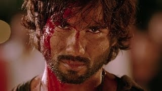 Shahid beats up the villan