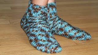 Как вязать носки крючком - урок вязания для начинающих(Вязание носков крючком Hить - Red Heart Soft / worsted 4 / Net Weight - 113 g / 187 m / 1 моток Крючoк - US F (3.75 mm), 2013-12-18T11:16:35.000Z)