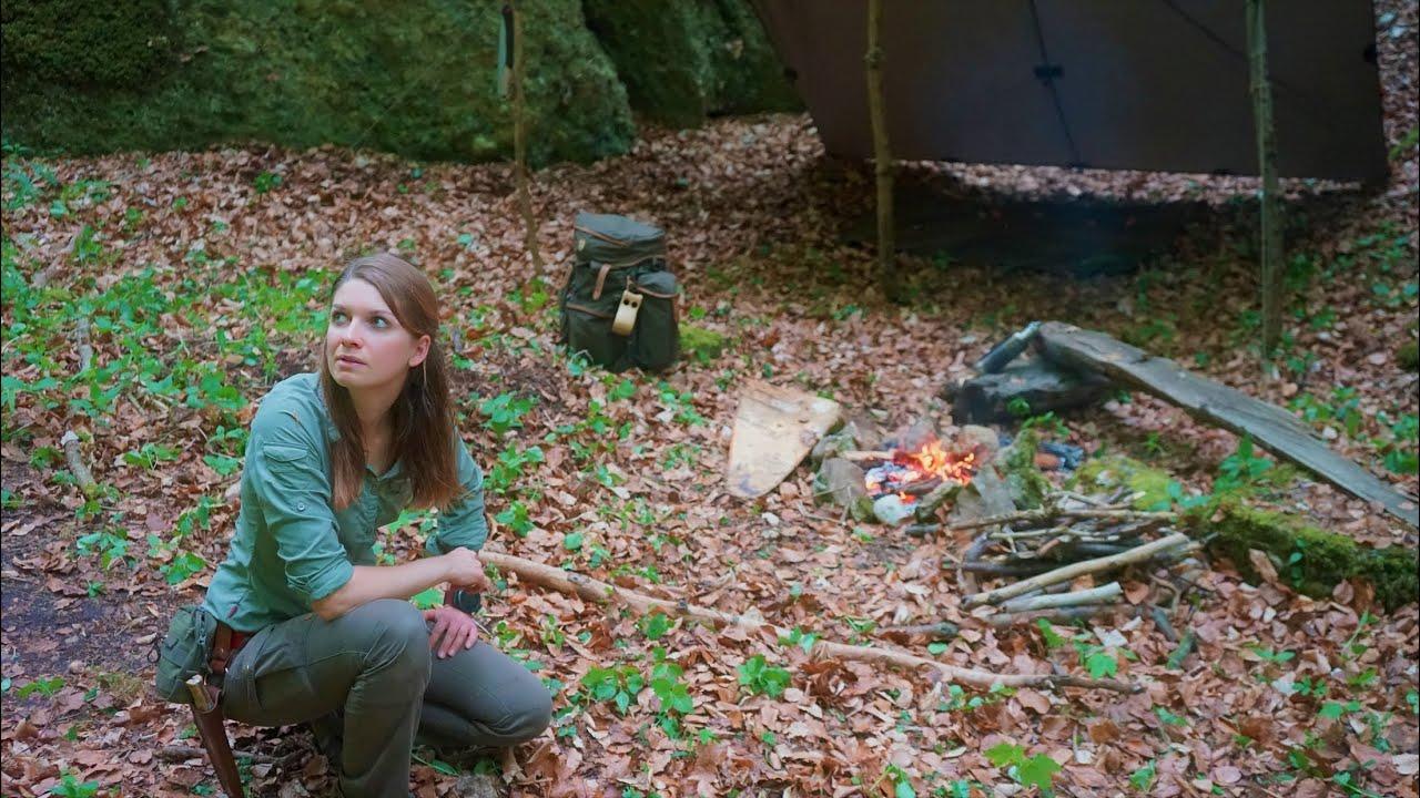 Spring Bushcraft Mountain Tour - Smoked Salmon - Cavemen Style - Wild herbs