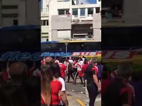 Detienen a un hincha de River por agresión al colectivo de equipo de Boca