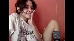 Mujer mostrando sus atributos por webcam 3 (final)