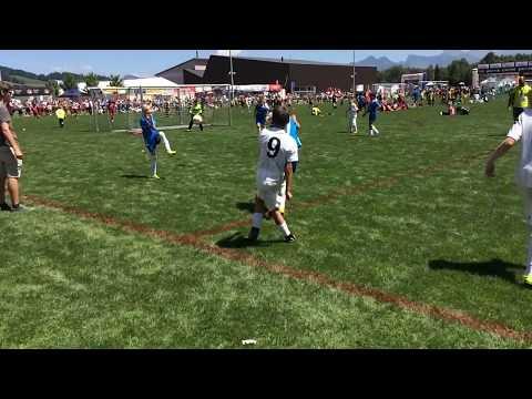 Foot: Sekulic à Sâles - tir entre 2 défenseurs, manque pas grand chose