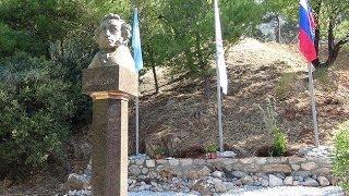 6 июня 2014г. в  Дельфах установили бюст А.С.Пушкина (46,5м)