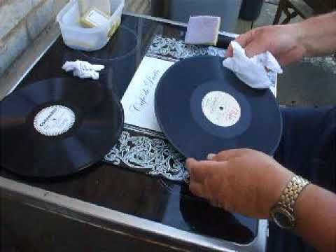"""The Squire"" Demonstrates Cleaning 78rpm Gramophone records"