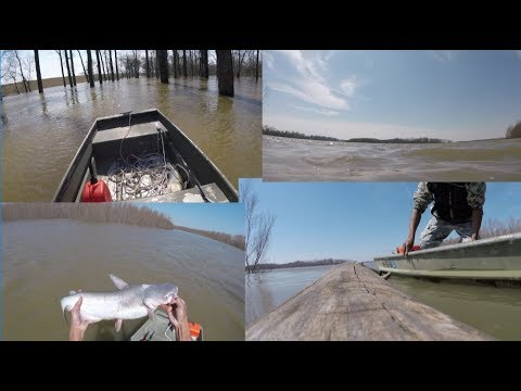 Fishing The Mississippi River Flood 2018 ( Dangerous MUST WATCH )