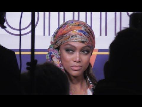 VIDEO Tyra BANKS attends Paris Fashion Week 2 march 2019 show Tommy Hilfiger / Zendaya