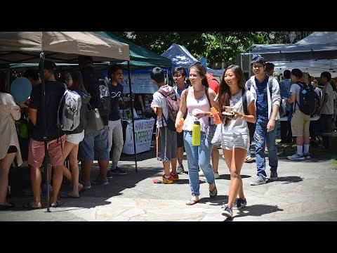 Shidler College of Business kicks off new school year with fun, fellowship and free food