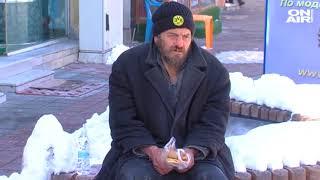 Урок по доброта: Магазинерка дава безплатна храна на хора без дом