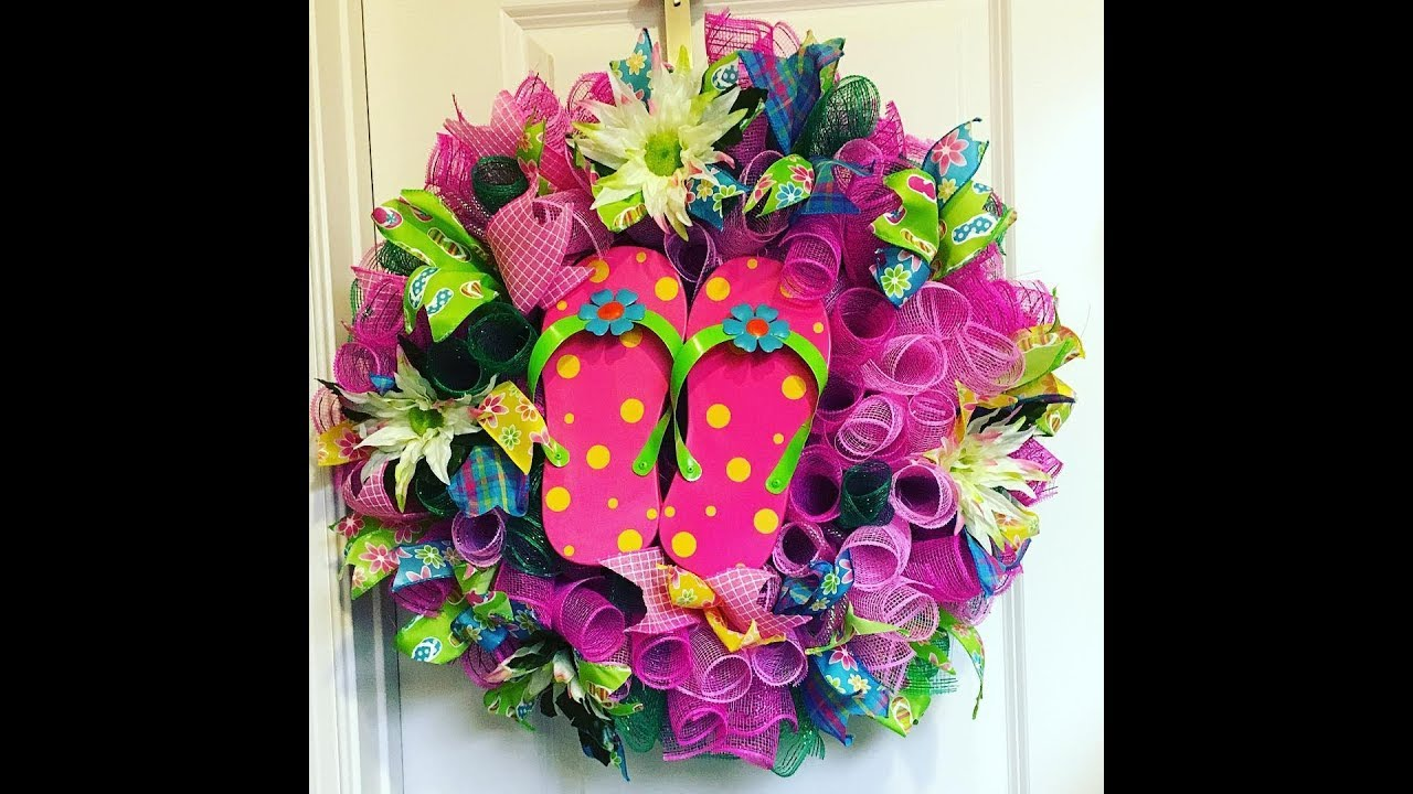 24059251024628 How to make a Curly Flip Flop Wreath- Taped Version