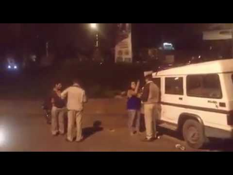 Woman using bad words for policemen in public in bangalore
