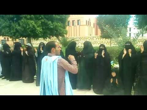 كليميم النساء الصحراويات يكتشحن بالسواد