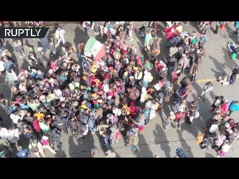 Migrant caravan blocks US-Mexico border bridge